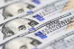 Dolar los E.E.U.U. se cierra para arriba El ` s de Benjamin Franklin observa de una cuenta del ciento-dólar La textura del fragme foto de archivo libre de regalías