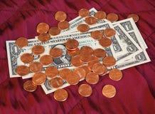 Dolar notatki i moneta, Stany Zjednoczone nad czerwonym aksamitnym tłem Zdjęcie Royalty Free