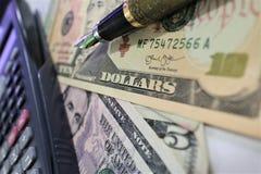 Dolar, waluta, waluta, wymiana, kalkulator, finanse deponuje pieniądze, pieniężny, gospodarka, Fotografia Royalty Free