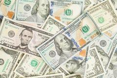 dolara amerykańskiego pieniądze gotówki tło Rozsypisko Amerykańscy dolary 100, 1 i 5 banknotów prezenta zysku pojęcie, fotografia royalty free