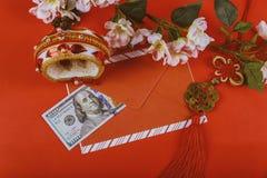dolara amerykańskiego pieniądze w czerwonym tle, Szczęśliwy Chiński nowego roku pojęcie obrazy royalty free