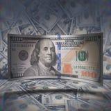 dolara amerykańskiego rachunek na rozrzuconym dolara tle Obrazy Royalty Free