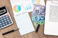 Dolara Kanadyjskiego notatnika kalkulator I pieniądze fotografia stock