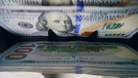 Dolarowi banknoty dostają brogowali odliczającym przyrządem zdjęcie wideo