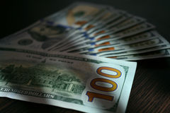 Dolarowi rachunki kłama jak fan na stole Obraz Royalty Free