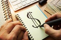 Dolarowy znak pisać w notatce Zdjęcie Royalty Free