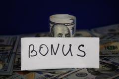 100 dolarowych rachunków przekręcali w drymbę Wpisowa premia zdjęcie royalty free