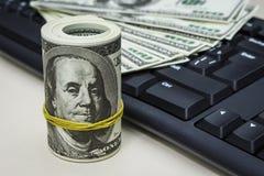 Dolary na komputerowej klawiaturze obraz stock