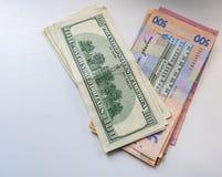Dolary są na stole w brown kiesie zdjęcia stock