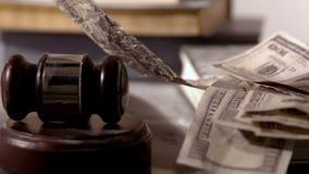 Dolary spada obok młota i młoteczka zbiory