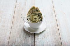 Dolary w filiżance fotografia stock