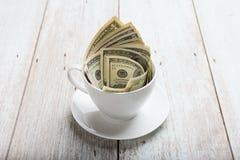 Dolary w filiżance obrazy royalty free
