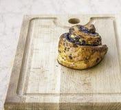 Dolce al forno fresco con i semi di papavero Fotografia Stock