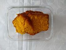 Dolce alle carote casalingo delizioso per la prima colazione fotografia stock