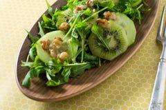Dolce amaro dell'insalata di Arugala e del kiwi Immagini Stock Libere da Diritti