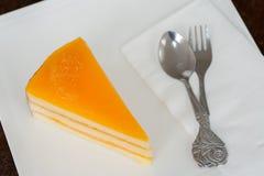 Dolce arancio sul piatto bianco Fotografia Stock Libera da Diritti