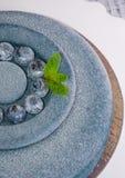Dolce blu della mousse del velluto del cioccolato con i mirtilli Fotografia Stock Libera da Diritti