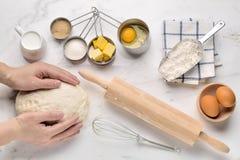 Dolce bollente con gli ingredienti di ricetta della pasta Immagini Stock