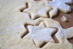 Dolce casalingo delle taglierine dei biscotti Fotografie Stock Libere da Diritti