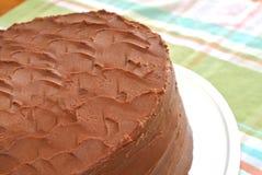 Dolce casalingo glassato di strato del fondente di cioccolato Fotografia Stock Libera da Diritti