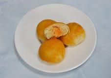 Dolce cinese che riempie fagiolo dolce ed uovo salato sul piatto Immagine Stock