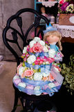 Dolce con i fiori Dolce decorativo con i fiori decorazione Immagine Stock Libera da Diritti