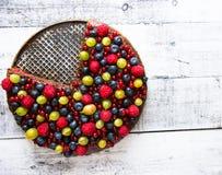 dolce con i frutti della foresta Fotografia Stock Libera da Diritti