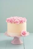 Dolce con le rose dello zucchero Fotografia Stock