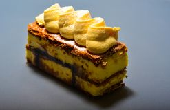 Dolce cremoso del millefeuille fotografie stock