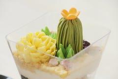 Dolce decorato cactus immagini stock libere da diritti