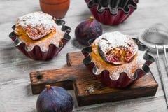 Dolce dei muffin con i fichi Fotografie Stock Libere da Diritti