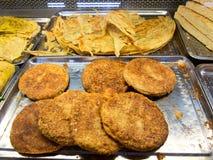Dolce dei semi di sesamo e pancake al forno Immagini Stock Libere da Diritti