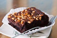 Dolce del brownie del cioccolato con la mandorla Immagini Stock Libere da Diritti
