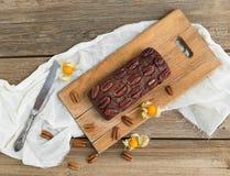 Dolce del brownie del pecan con la ciliegia a terra Immagini Stock