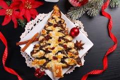 Dolce del papavero nella forma dell'albero di Natale Fotografia Stock Libera da Diritti