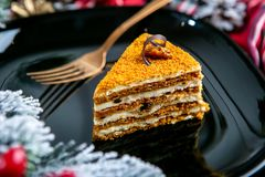 Dolce delizioso del biscotto con i dadi su guarnizione Alimento saporito del dessert nella fine su Il dessert è servito sulla ban immagine stock libera da diritti