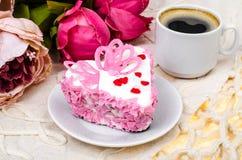 Dolce delizioso, di lusso, romantico nel cuore della forma Giorno del ` s del biglietto di S. Valentino il 14 febbraio Fotografia Stock
