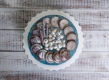 Dolce della galassia del formaggio cremoso con i biscotti e il marmelade del cioccolato Immagine Stock Libera da Diritti