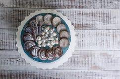 Dolce della galassia del formaggio cremoso con i biscotti e il marmelade del cioccolato Fotografia Stock