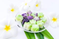 Dolce della gelatina con i fiori Fotografia Stock