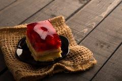 Dolce della gelatina su una tavola di legno Immagini Stock Libere da Diritti