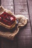Dolce della gelatina su una tavola di legno Immagine Stock Libera da Diritti