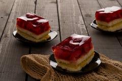 Dolce della gelatina su una tavola di legno Fotografia Stock Libera da Diritti