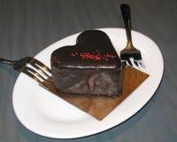 Dolce della mousse di cioccolato del peperoncino rosso fotografie stock libere da diritti