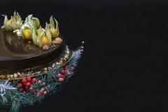 Dolce della mousse di cioccolato di festa con la decorazione Fotografia Stock Libera da Diritti