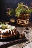 Dolce di Bundt di Natale con glassa Immagine Stock