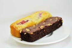 Dolce di Chocolateb e dolce del mirtillo fotografie stock