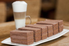 Dolce di cioccolato con caffè Fotografia Stock Libera da Diritti