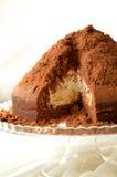 Dolce di cioccolato con crema Immagini Stock Libere da Diritti