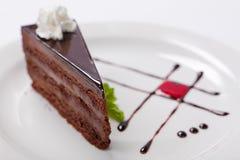 Dolce di cioccolato con il creame del cioccolato e significato Fotografia Stock Libera da Diritti